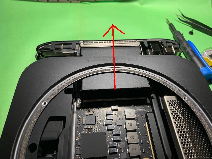 Mac mini 2018のロジックボードの取り外し